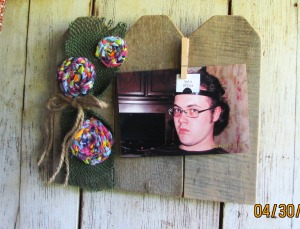 4 x 6 Picture swapping photo frame. Rustic little picket fence.